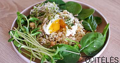 Вареное яйцо без скорлупы с салатом кускус и нутом