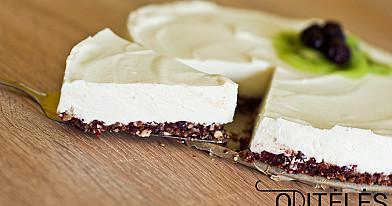 Свежий сырный торт из творога и белого шоколада с сыром маскарпоне