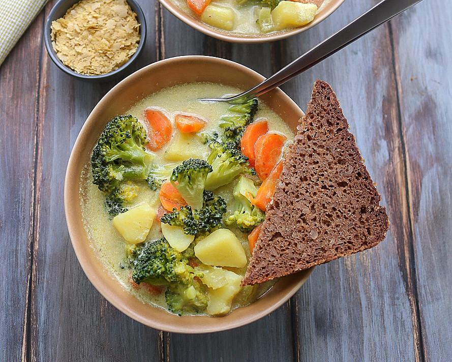 Veganiška kreminė brokolių sriuba su bulvėmis ir morkomis