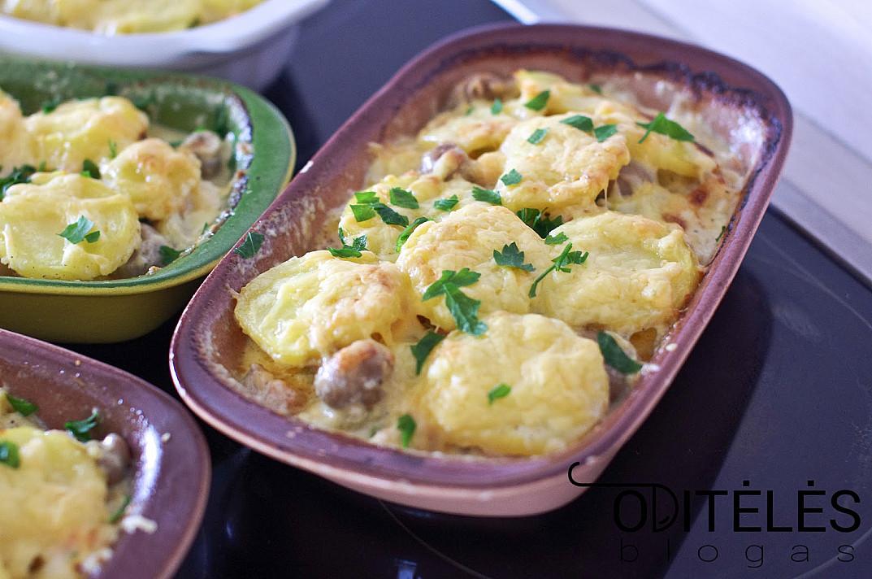 Картофельное выпечка с лососем, шпинатом и сливками