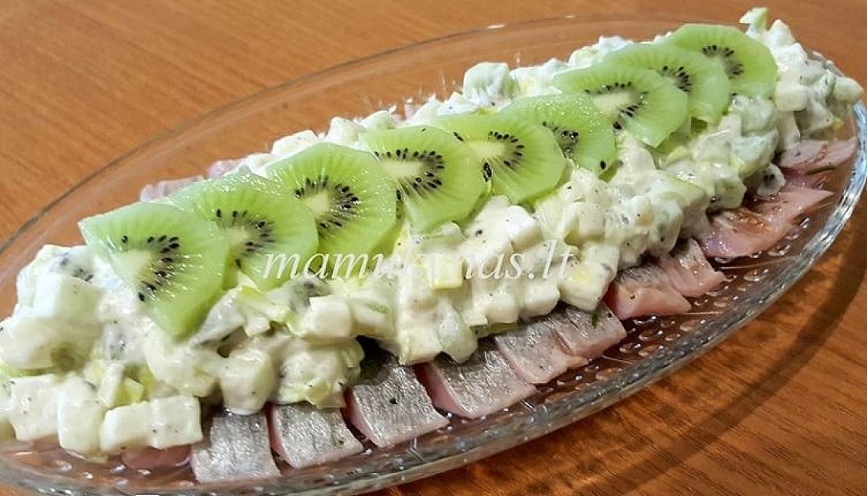 Silkė su vaisiais
