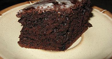 Легкий и дешевый шоколадный пирог из свеклы с орехами по рецепту Оливера