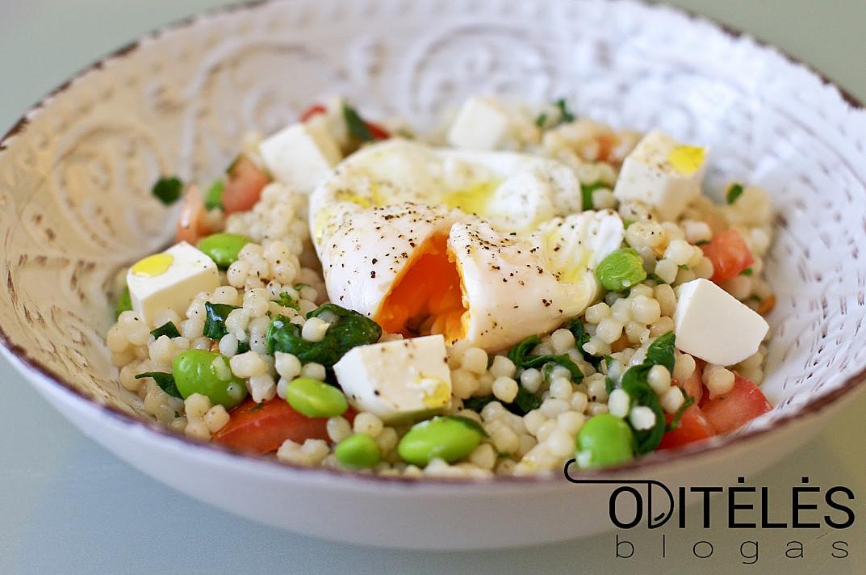 Салат с кускусом и яйцом