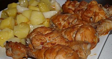 Куриные голени, запеченные в духовке, заправленные сливочно-соевым соусом