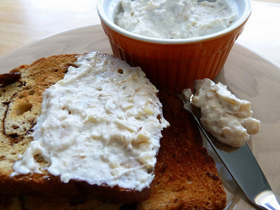 Tepamas sūrio kremas su riešutais