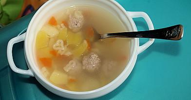 Суп с макаронами, фрикадельками, картофелем и морковью