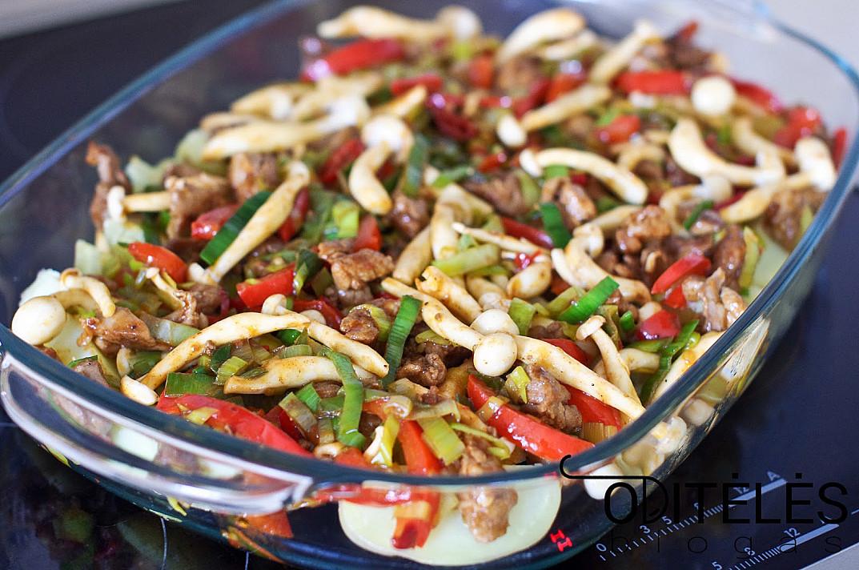 Daržovių apkepas su šviežiomis bulvėmis ir antiena arba vištiena orkaitėje
