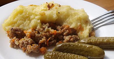 Beatos piemenų pyragas su malta mėsa ir bulvėmis
