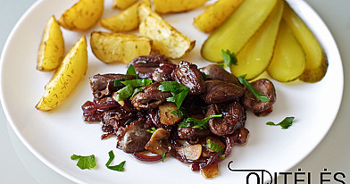 Keptos vištienos arba antienos širdelės su svogūnais ir česnakais