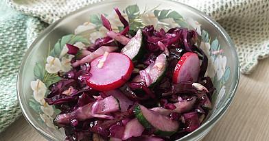 Greitai pagaminamos raudongūžio kopūsto salotos su ridikėliais