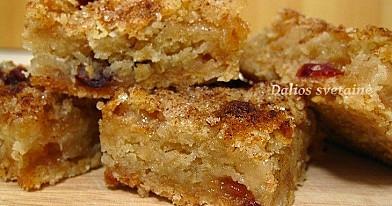 Greitas obuolių pyragas su avižiniais dribsniais
