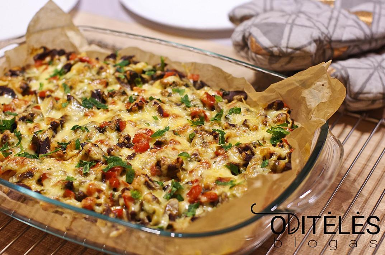 Выпечка макарон с желудками и овощами