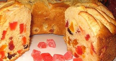 Pyragas su džiovintais vaisiais