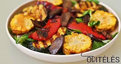 Salotos su keptais antienos arba vištienos skrandukais ir grilintomis daržovėmis
