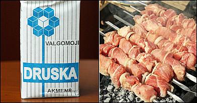 Sužinokite, kodėl yra pilama druska ant žarijų kepant mėsą