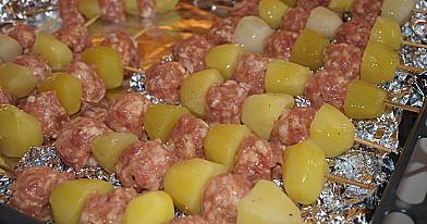 Kiaulienos kukuliai iš faršo - malta mėsa ant iešmelių orkaitėje