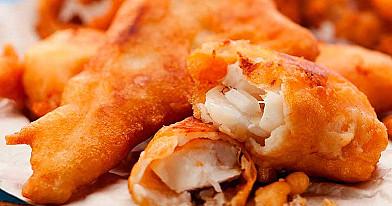 Keptuvėje kepta traški žuvis alaus tešloje
