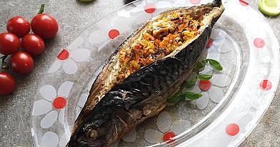 Kepta įdaryta žuvis - skumbrė su daržovių įdaru