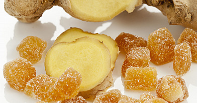 Имбирные конфеты: карамелизированный и засахаренный имбирь.