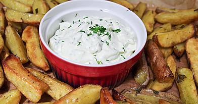 Картофельные дольки с майонезным соусом запеченные в духовке