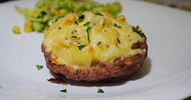 Гнезда из фарша с картофелем и сыром