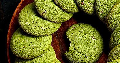 Lengvai padaromi žali sausainiai su matcha milteliais