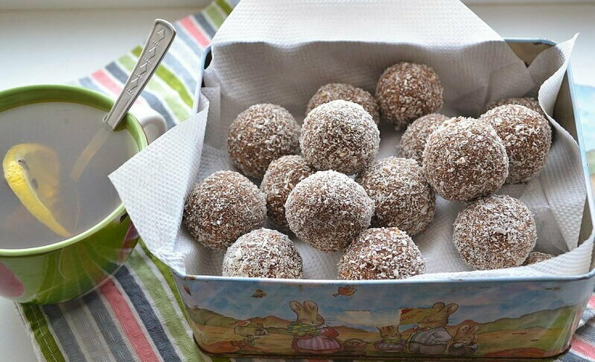 Easy no bake chocolate rum balls