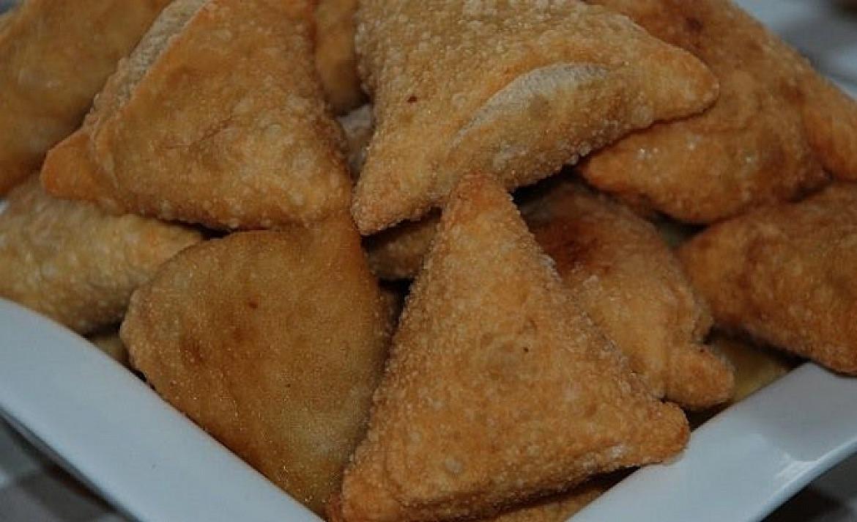 Traškūs trikampiukai su mėsos ir džiovintų grybų įdaru