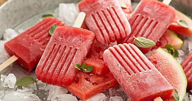 Naminiai arbūzo ledai ant pagaliuko be cukraus