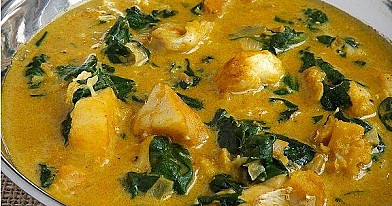 Cod with spinach and curry sauce