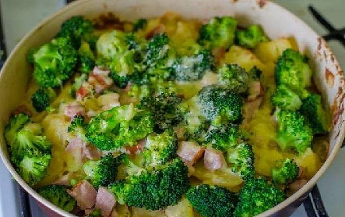 Potatoes and broccoli casserole