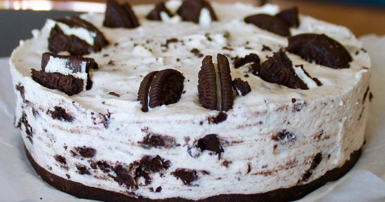 "Curd and mascarpone cheesecake with ""Oreo"" cookies"
