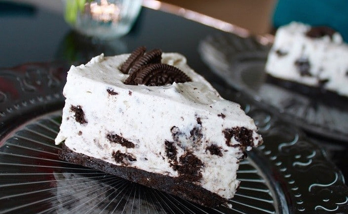 """Curd and mascarpone cheesecake with """"Oreo"""" cookies"""
