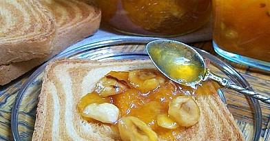 Abrikosų ir lazdyno riešutų džemas