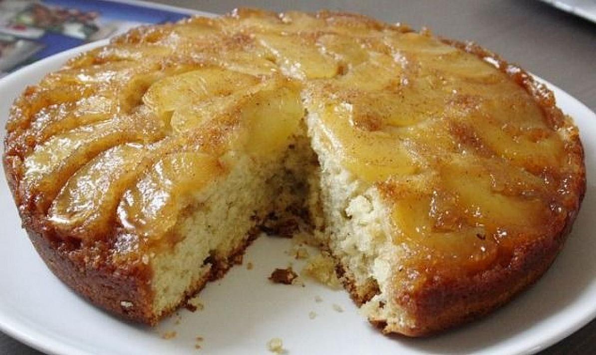 Apverstas karamelinis obuolių pyragas