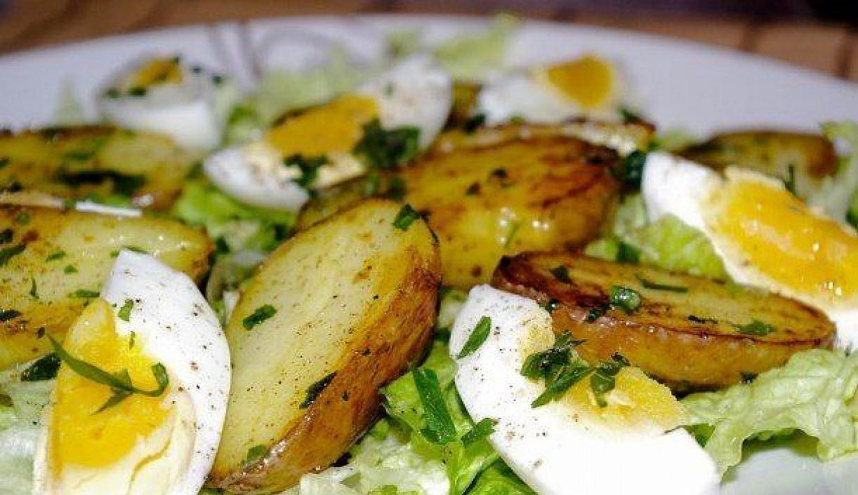 Salotos su kiaušiniais ir bulvėmis