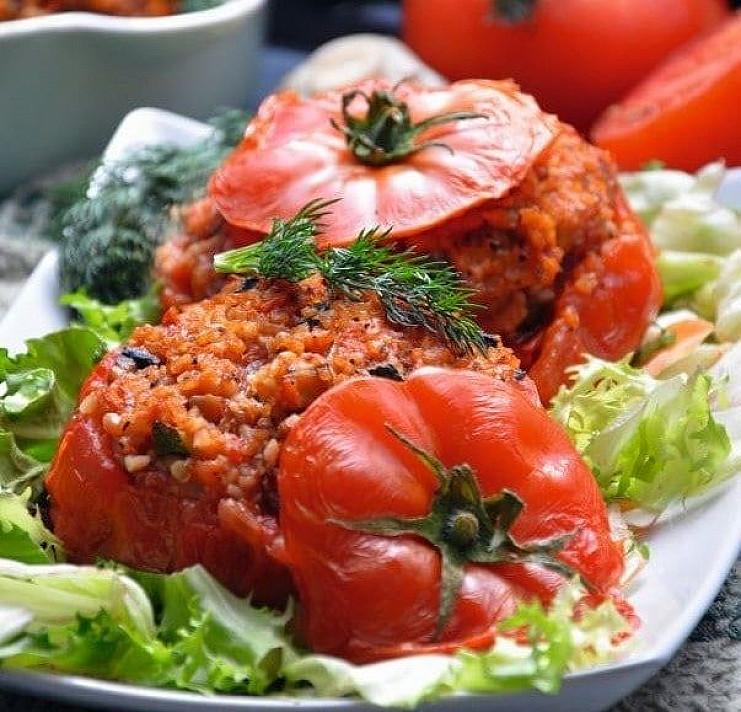 Kepti įdaryti pomidorai