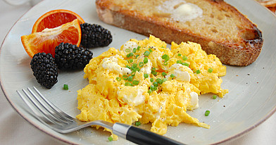 Scrambled eggs receptas - plakta kiaušinienė su grietine