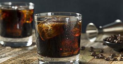 Black Russian (Juodasis rusas) kokteilis su degtine ir kavos likeriu