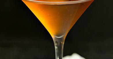 Stinger (Geluonis) - alkoholinis kokteilis su brendžiu ir mėtų likeriu